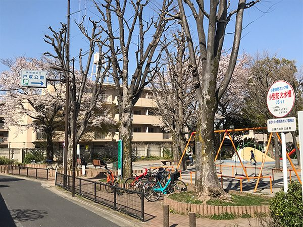 戸塚公園(徒歩3分)